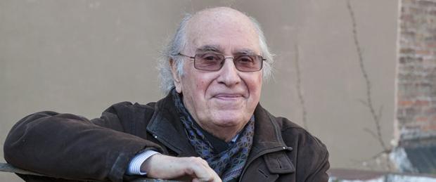 Joan Veny i Clar (Campos, Mallorca, 1942). Filòleg. 47è Premi d'Honor de les Lletres Catalanes.