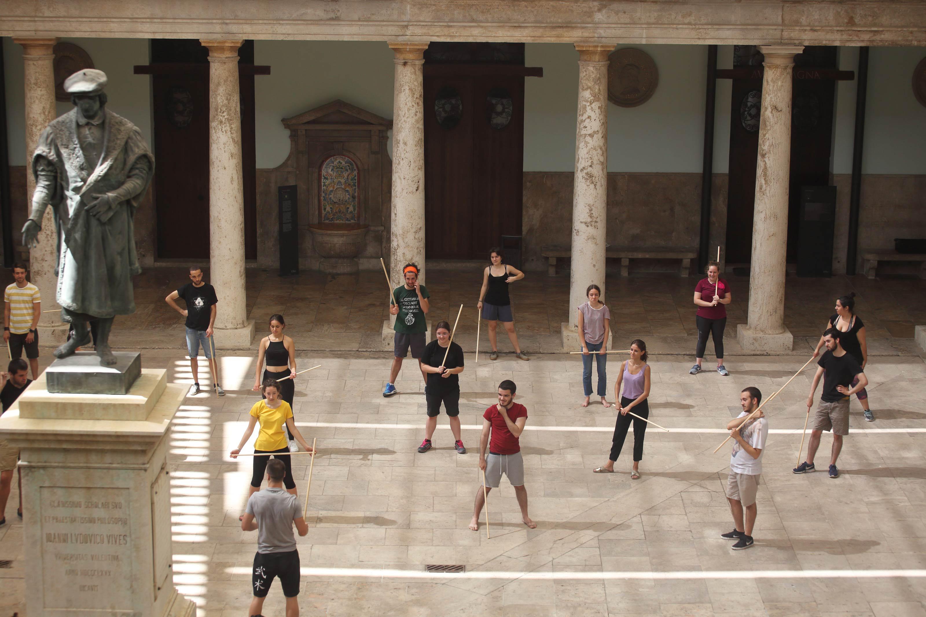 Taller formatiu a les aules de teatre universitari. Universitat de València