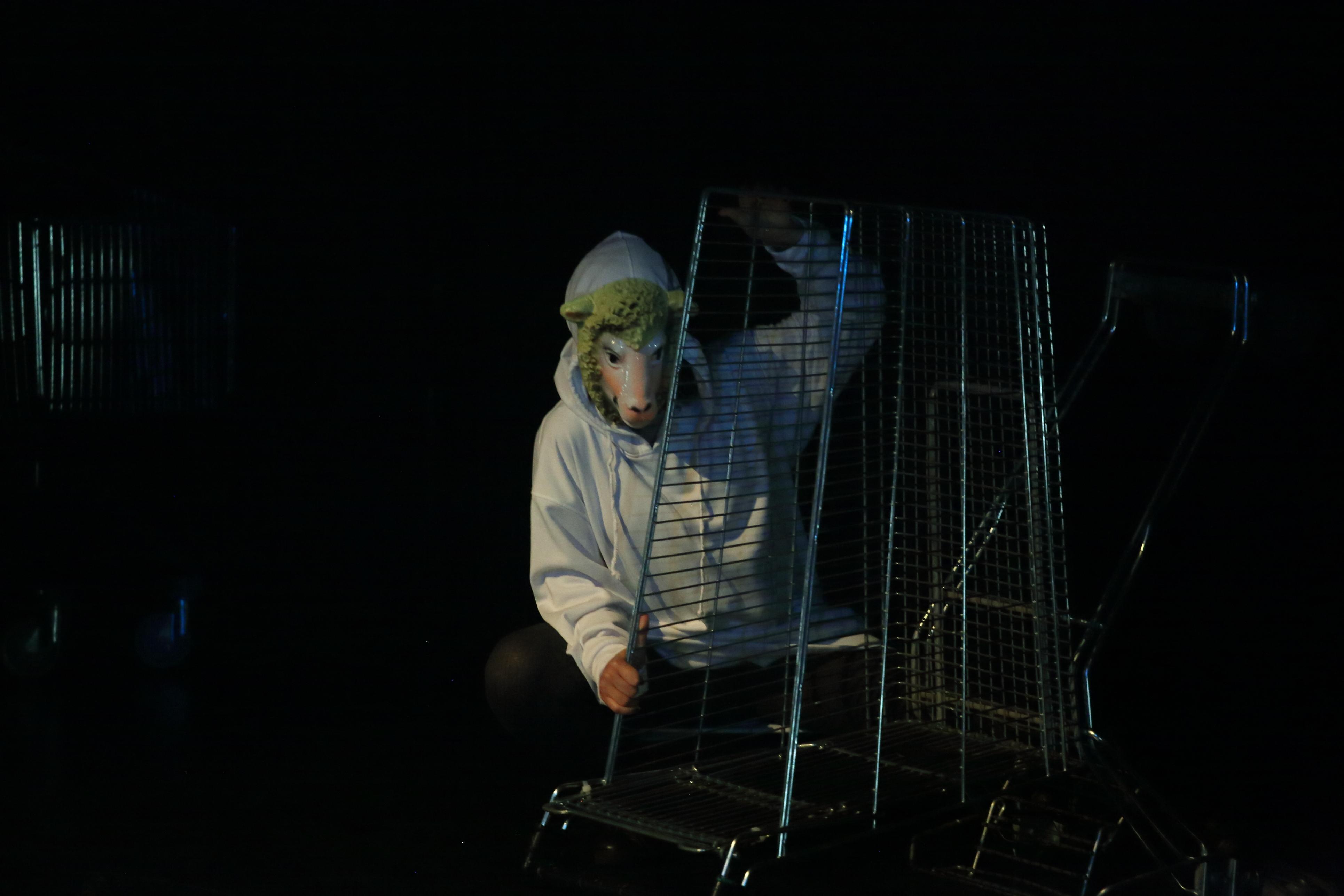 """Escena de l'obra """"En Defensa. Un concierto de despedida"""". Aula de Teatre de la Universitat d'Alacant"""